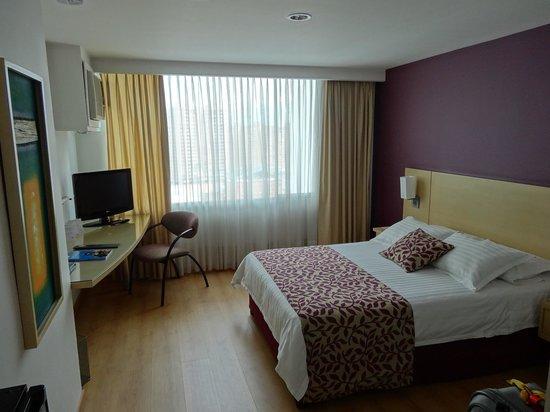 Novelty Suites Hotel : Habitación
