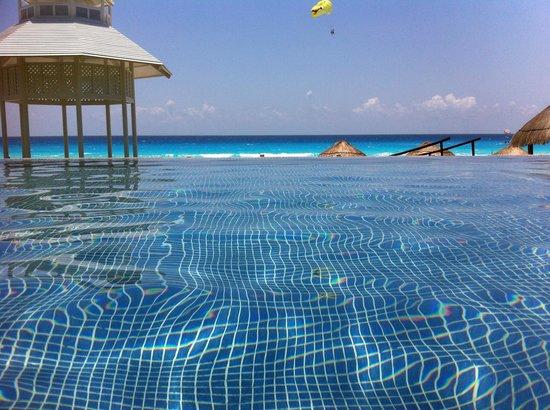 Paradisus Cancun: Piscina com hidromassagem!