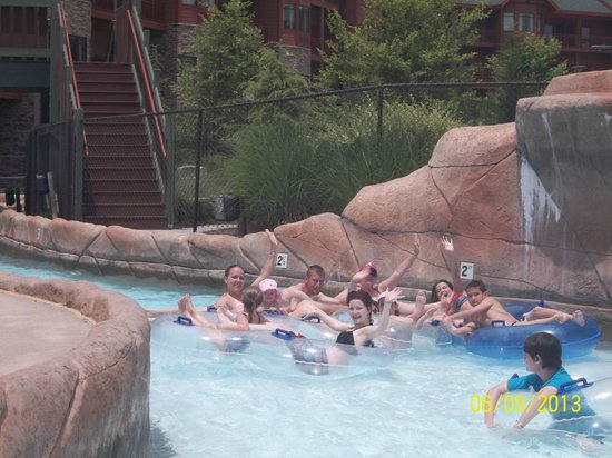 Wilderness at the Smokies Resort: The entire family enjoyed the lazy river.