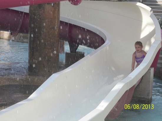 Wilderness at the Smokies Resort: Even 4 yr olds are not afraid of the water slides