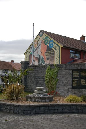 Bobby sands grave at milltown cemetery picture of for Belfast mural tours