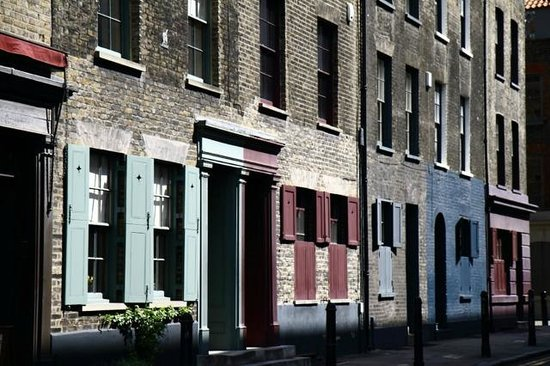 Undiscovered London : Doorways in the East End