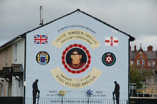 Loyalist paramilitary mural picture of belfast mural for Belfast mural tours