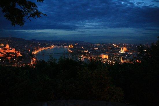 Rubin Wellness & Conference Hotel Budapest : Budapest bij nacht