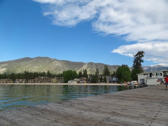 Beach Retreat & Lodge at Tahoe: Looking back to Heavenly from dock