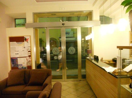 Hotel Sorrento City: Hotel lobby