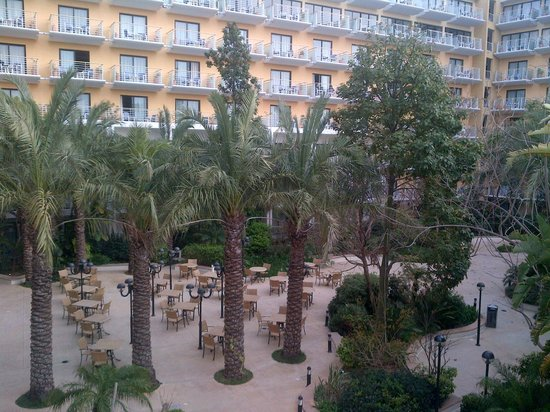 InterContinental Malta: Courtyard Area