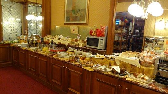 Hotel Berna: Breakfast