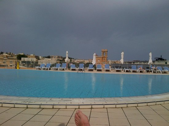 InterContinental Malta: Roof pool area