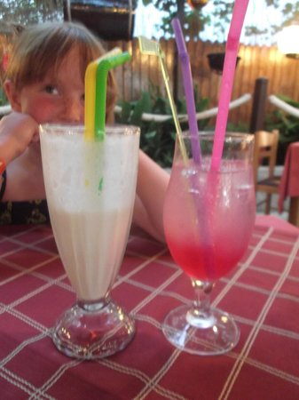 Sunset Taverna: gorgeous Tom Collins and milkshake
