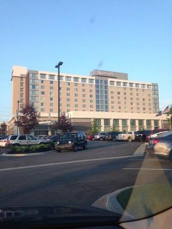 Louisville Marriott East : Front of Hotel