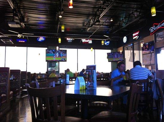 Burgers & Beer: Interior del sport bar