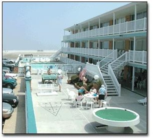 Monterey Resort: Exterior of the Monterey looking towards the beach