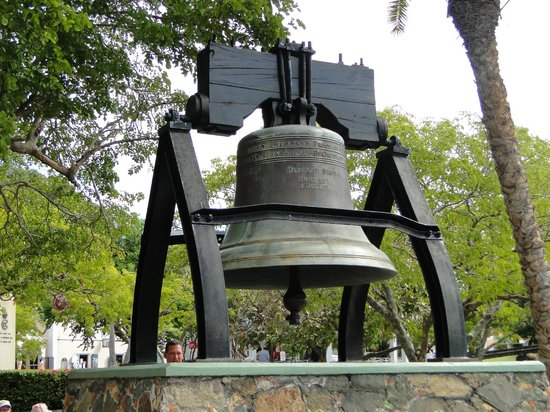 Emancipation Garden : Replica of the Liberty Bell in the Park