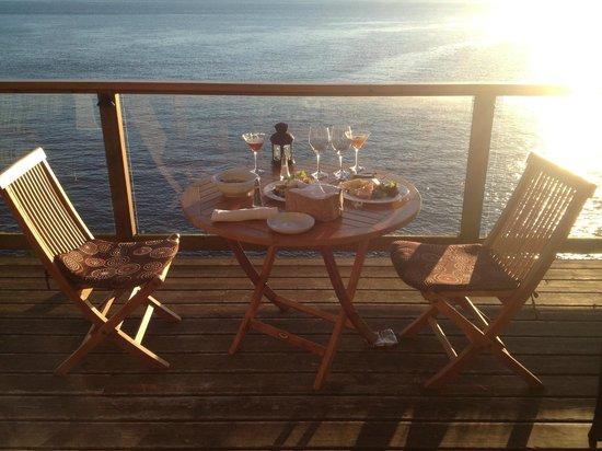 Rockwater Secret Cove Resort : Dinner on our balcony