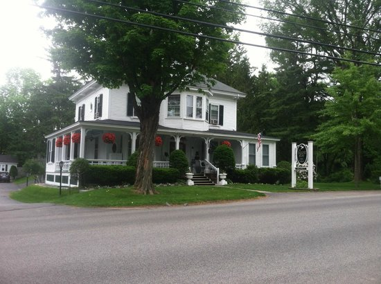Maine Stay Inn and Cottages: Front of Inn