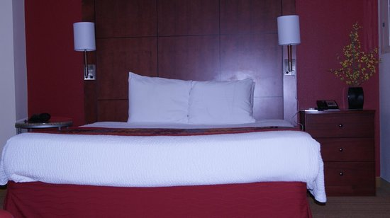 Residence Inn Arlington Courthouse: king bed