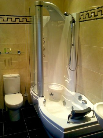 Kings Lodge Guest Accommodation: Bathroom