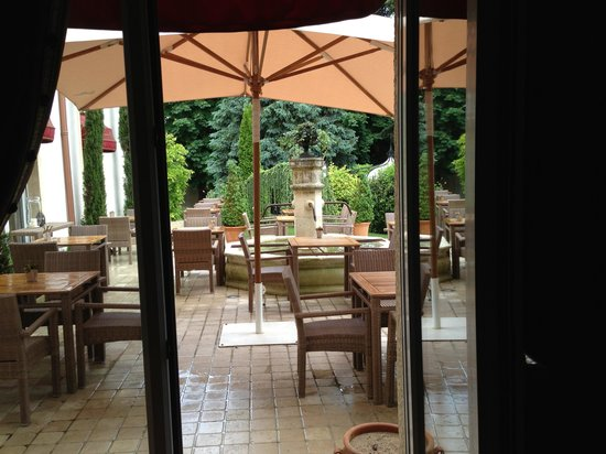 Hostellerie Le Cedre: View to Patio from Bar