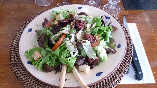 Mamma Corsica : Entrée: La petite salade au figatelli déglacé au vinaigre