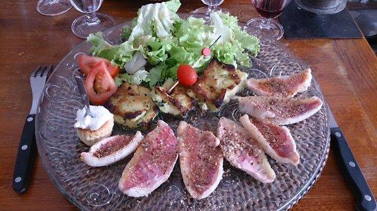Mamma Corsica : Les filets de rouget cuisson vapeur, huile de noisette, salinu, avec des gnocchi de semoule de b