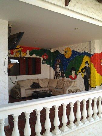 El Hostal de Jackie: sala de televisión y lobby -2do piso