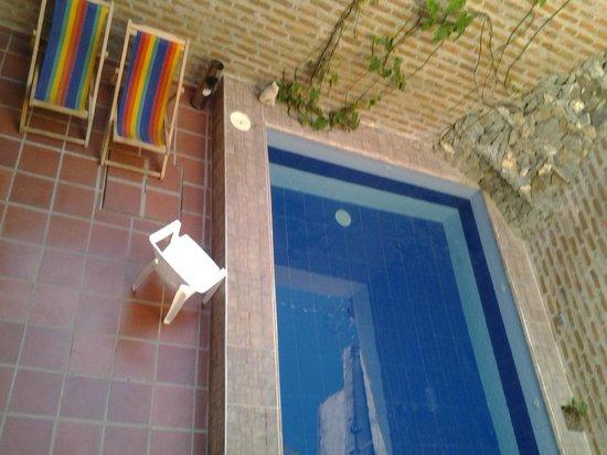El Hostal de Jackie: vista de la piscina desde la habitación