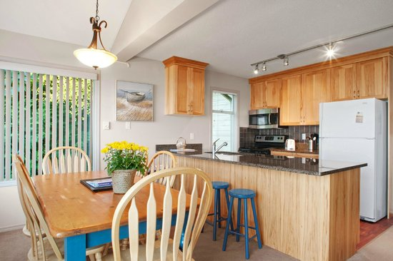Madrona Beach Resort: Fully Equiped Kitchen