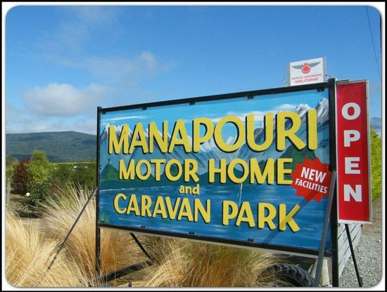 Manapouri Motorhome & Caravan Park: Sign at front gate