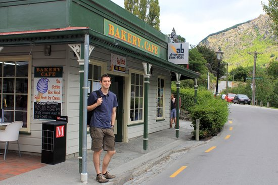 Arrowtown Bakery & Cafe: Bakery at the end of the street