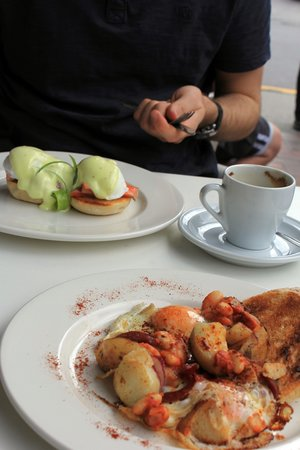 Arrowtown Bakery & Cafe: Eggs royale and Spanish eggs