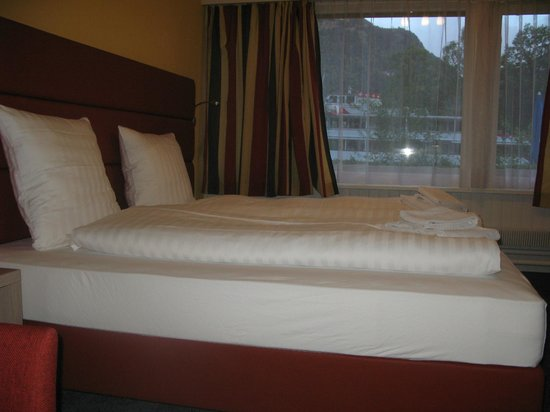 India Village Guesthouse & Restaurant: beds-  quadruple
