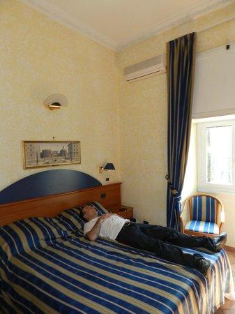 Kennedy Hotel : lit 180 trés confortable