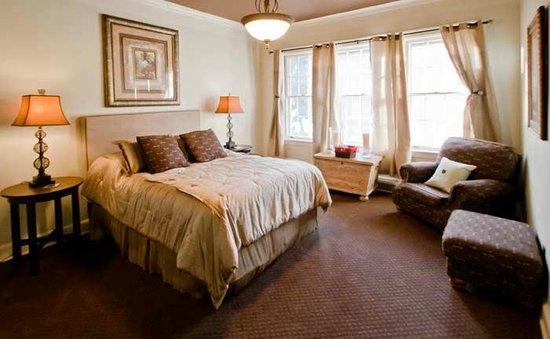 Inn At Marywood: Sunset Room