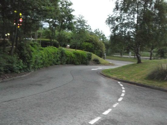 Holiday Inn A55 - Chester (West): View from room off Moto leading to hotel/McDonalds - top of sharp left turn!