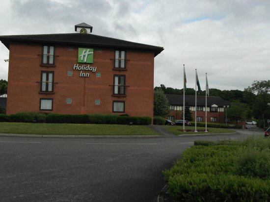Holiday Inn A55 - Chester (West): View from car park looking towards hotel