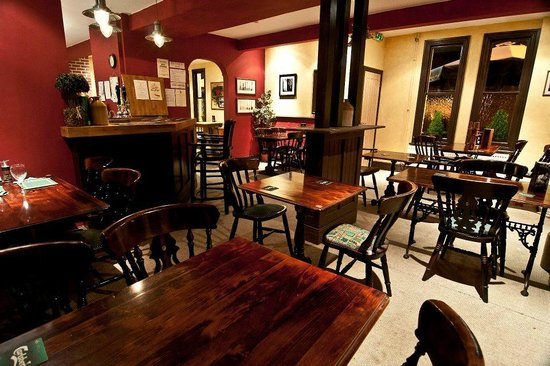 Foresters Arms: the bar area