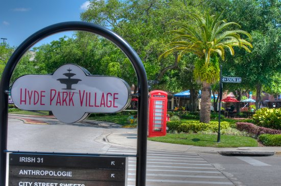 Hyde Park Village : the famous red phone booth
