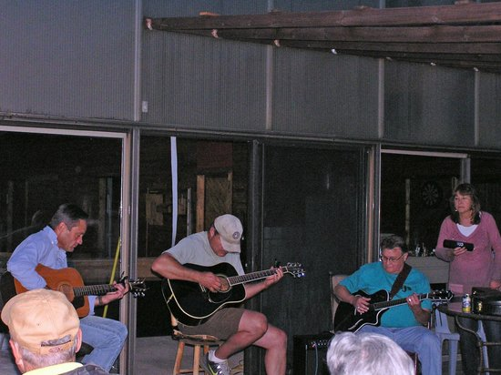 Deerwoode Lodge & Cabins: Live Music Outside Game Building on Saturday Night