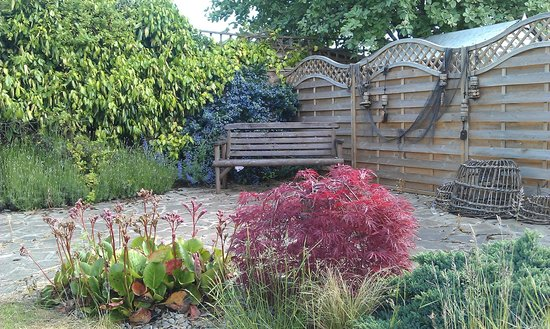 Craigievar Bed & Breakfast: Guest access to Garden