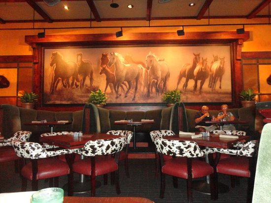 Babe's Bar-B-Que Grill and Brewhouse: Potrait of Wild Mustangs and cowhide effect chairs