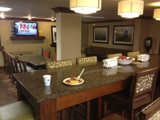 Hampton Inn Chattanooga-Airport/I-75 : Breakfast Area
