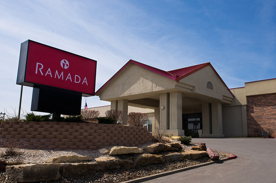 Ramada Topeka West: Exterior Sign