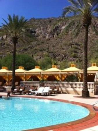 The Canyon Suites at The Phoenician: The cabanas at the Canyon Suites pool