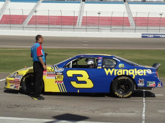 Richard Petty Driving Experience: Carro