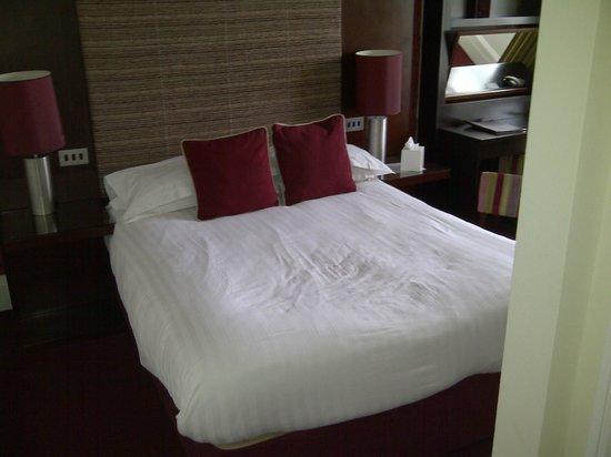 The Bonham : entree de la chambre, lit