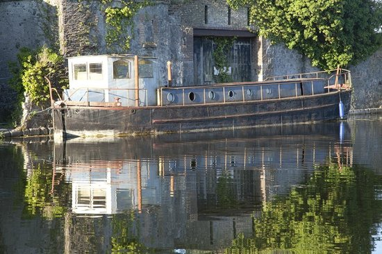 The Harbour Masters House: Canal - early morning