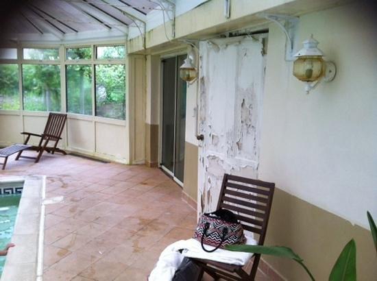 Burythorpe House: distressed look !