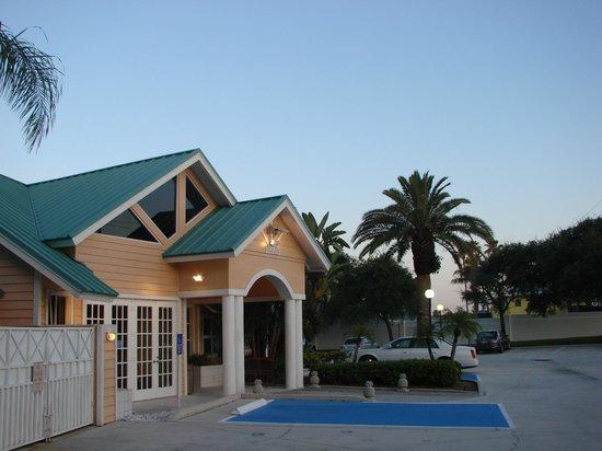 Jupiter Waterfront Inn : Front Entrance