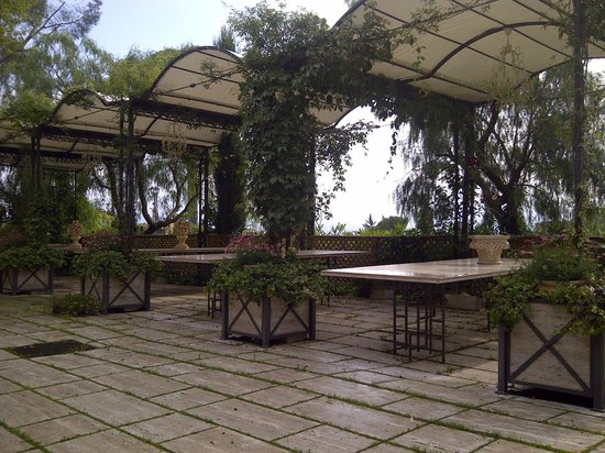 Villa Euchelia Resort: Covered  area  for dining